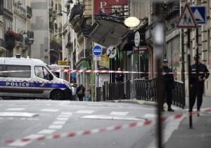 4811996_6_0f0c_des-policiers-dans-les-rues-de-paris-le-16_8b7893752469a3763cd563706c42a909